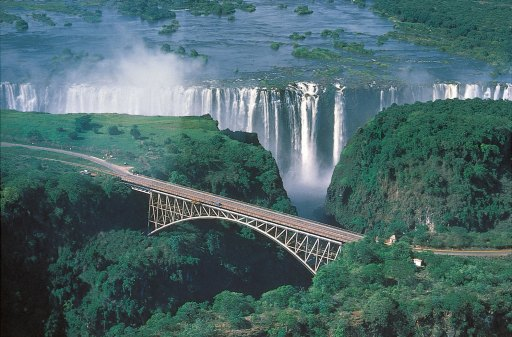 Victoria_Falls_Zambia_and_Zimbabwe_Waterfall9